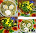 Положить в каждую тарелку фрикадельки. Яйцо тру прямо в тарелку. Мои мужчины любой суп едят со сметаной. Поперчить...