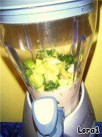 4. Сложить все ингредиенты в блендер, добавить пару капель оливкого масла, соль и перчик (с солью осторожно) и взбить пару минут    5. Долго взбивать нельзя, иначе смесь (любая) становится тeплой.