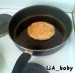 выпекала на смазанной маслом сковороде))