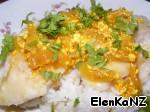 На рис выкладываем рыбу, обильно поливаем соусом и посыпаем рубленой кинзой. ПРИЯТНОГО АППЕТИТА!