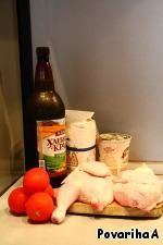 Цыпленка разрубить на две половинки, промыть, обсушить,    натереть сверху и изнутри солью, перцем, чесноком    и в двух столовых ложках топленого масла поджарить до золотистого цвета.