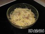 Перемешать салат можно только тогда, когда добален последний ингредиент. Дать остыть и настояться. Если все сделано правильно, то салат получится хрустящим, легким и очень пикантным.