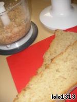 В блендере измельчить заранее замоченный и отжатый хлебный мякиш.