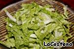 Китайский салат нарезать соломкой.