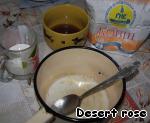 Натереть сыр на терке.   Приготовить соус «Бешамель». Растопить сливочное масло, добавить муку и хорошенько размешать. К полученной смеси добавить холодное молоко и грибную водичку. Посолить. Проварить минут 5 до загустения. Добавить молотый мускатный орех.