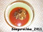 В отдельной посуде готовим соус: смешиваем томатную пасту, гарам масалу, 1/2 ч.л. молотого красного перца, мелко порезанный чеснок, мелко нарезанный или натертый на мелкой терке корень имбиря, 1/2 ч.л. соли, воду. Я вместо томатной пасты и воды использовала 1 стакан натурального томатного сока.