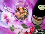 Кумкваты, корицу, гвоздику, душистый перец, изюм, чернослив, имбирь залить вином. Добавить 250мл виноградного напитка (сока) и поставить на плиту.