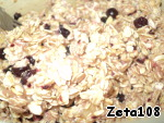 Combine banana and black currant fragrant mass of Golden liquid (the melted margarine with the honey), and gerkulesovy cereal, then mix thoroughly.