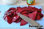 Milk to boil, cool to lukewarm.  Beets (raw) wash, peel, cut into thin slices.
