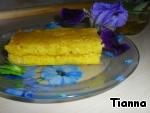Готовый корж разрезать на пирожные и полить медом или сиропом.