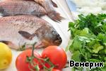 Рыбу почистить, хорошо промыть под проточной водой.