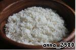 """Теперь можно """"собирать бибимбап"""": на дно большой миски выкладываем рис. В Корее для этого блюда есть специальная посуда """"dolsot"""" - каменный горшок. У меня такого нет (у вас, скорее всего, тоже...). Но у меня есть чудесная деревянная посудина, по форме - ну точно """"dolsot""""!"""