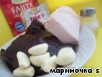 Ингредиенты:    Печень баранья или конины (говяжья жесткая получается, а свиная горчит) - 300 г   Курдюк свежий - 150 г   Чеснок - 6-7 зуб.   Соль и приправа (любая, на ваш выбор).