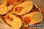 Готовое блюдо украшаю ломтиками лимона и подаю.