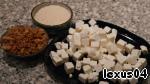 8. Сыр а-ля буренка или фета порезать кубиками. Сыр Пармезан (итальянский или белорусско-литовский аналог, который носит гордо  имя пармезана).   Жареный лучок золотистый.
