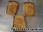 Сначала сушим сухари из ржаного хлеба вот такими ломтями, но сильно не зажаривайте, а то квас будет горчить.