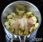 Rhubarb put on low heat, add 2 tbsp of brown sugar and spices. Attention! Spices ONLY supposed to be 1 tsp, not a spoonful of each! Leave on the heat for 3-5 minutes, stirring constantly. Less is better, especially if the rhubarb is young.