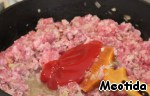 Кетчуп, соль и перец черный молотый (по вкусу).   Тушим до готовности.