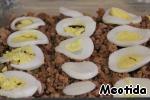 Кружочки вареного яйца,