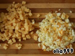 We will start preparing our salad. Cut into small cubes cheese (I used Dutch) and otbornye eggs.