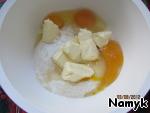 Mix the eggs, oil, flour, sugar and baking powder. Make dough.