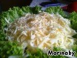 Сыр трем на крупной терке - вкус салата очень сильно зависит от сыра, поэтому берите тот из твердых сыров, который вы любите больше всего.