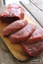 Мясо порезать на порционные куски