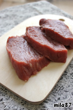 "The meat can be baked and in one piece, but I liked it in portions and serve.  So, beef tenderloin cut ""across the grain"" into pieces with a thickness of 2-2,5 see"