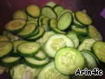 Cucumbers thoroughly washed, cut into slices, stalks celery slices, stir and season.Spread along the banks, tamping and pour the hot marinade.