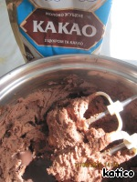 Then whisk the cream, gradually adding the condensed milk with cocoa