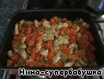 Посыпать орегано и базиликом,