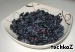 Again, the original recipe used blueberries. I cooked with blueberries, and honeysuckle. I think you can use almost any type of Your favorite berry. You can also use frozen berries.  This time I cooked half of normal.  Berries to sort, wash and cook them puree (frozen berries, defrosted, excess liquid drained, blend).
