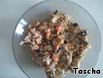Готовим начинку:   Рис отварить, как указано на упаковке. Мясо и овощи (лук, грибы, баклажан) порезать кубиками и обжарить на растительном масле по отдельности. Рис, обжареное мясо и обжареные овощи смешать, добавить специи по вкусу.