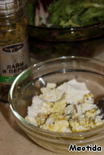 Prepare the filling:  combine the cheese with olive oil, pepper and mash with a fork until smooth,