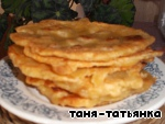 In a frying pan for frying heat the rust. oil and fry each tortilla on both sides. Serve hot, giving to drain the oil.