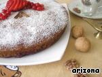 Выложить пирог на блюдо и украсить по желанию. У меня - сахарная пудра, свежие ягоды красной смородины и клубники, палочки корицы.
