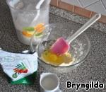 Сорбит растворите в молоке, масло разотрите с сахаром, добавьте яйцо, влейте молоко и постепенно всыпайте муку, замешивая тесто, и добавьте соду (гашеную уксусом).