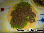 Sauté the ground beef for 10-15 minutes, on a tortilla lay lettuce and spread the stuffing on top, leaving a loose edge.