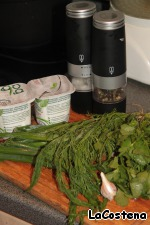 Prepare all the ingredients for marinade: herbs, yogurt, garlic, pepper.