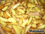 Peel the potatoes, cut into slices and fry until Golden brown.