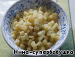 Картофель нарезать мелкими кубиками.