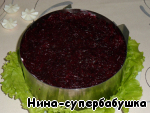 5 layer - beets, grated on a coarse grater (a little extra juice to squeeze). To grease with mayonnaise.