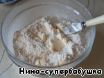 Parts to pour the contents of the glass in flour mixture,