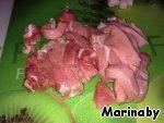 Полосками нарезаем свинину