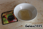 Soak 3 plates of gelatin in 50 ml of water for 10 minutes.