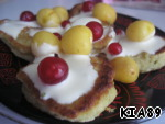 Pour pancakes to taste either sour cream or jam and decorate with berries. Enjoy. Bon appetit!