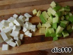 Avocado peel, remove the pit and cut into cubes. Feta cut into small cubes.