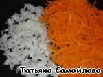 Лук и морковь поджарить.
