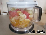 And putting all the fruits in the blender, turned into a puree.