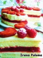 Осторожно снять форму с торта и украсить ягодами по желанию. Я украсила малиной и сердечками из клубники, которые смазала бесцветным быстрозастывающим желе для торта (Др. Откер).